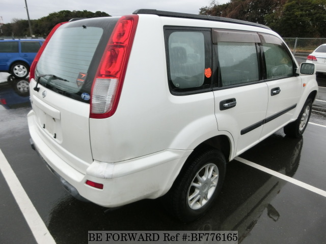 The rear of a used 2001 Nissan X-Trail from online used car exporter BE FORWARD.
