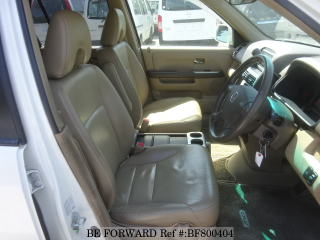 The interior of a used HONDA CR-V from online used car exporter BE FORWARD.