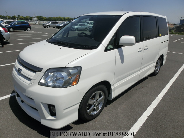 A used 2005 Toyota Noah from online used car exporter BE FORWARD.