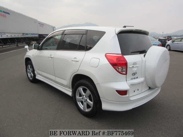 The rear of a used 2007 Toyota RAV4 from online used car exporter BE FORWARD.