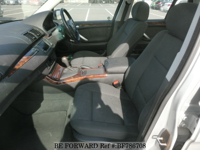 The interior of a used 2003 BMW X5 from online used car exporter BE FORWARD.