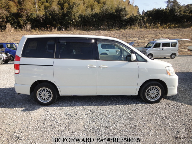 The side of a used 2004 Toyota Noah from used car exporter BE FORWARD.