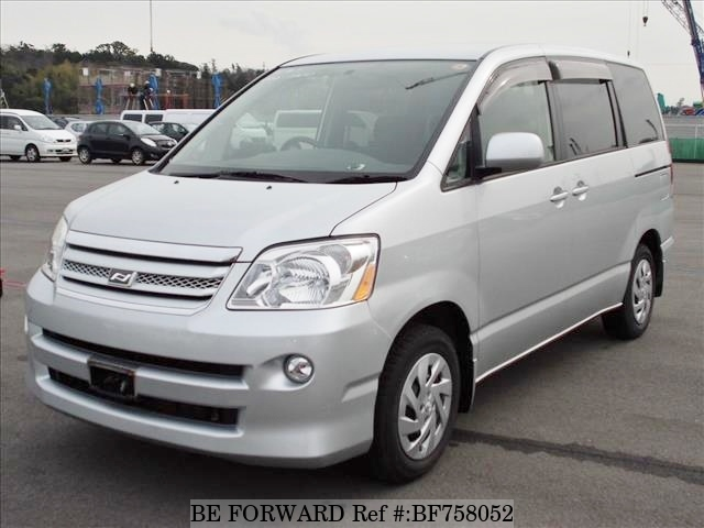 A used 2005 first generation Toyota Noah from used car exporter BE FORWARD.