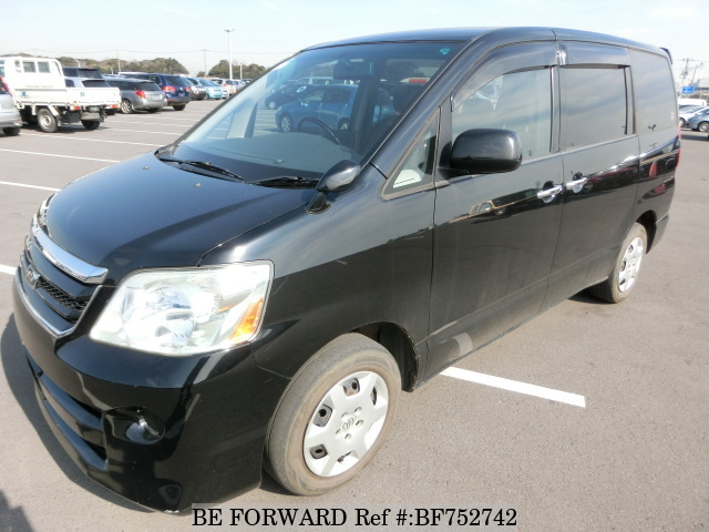 A used 2007 second generation Toyota Noah from used car exporter BE FORWARD.