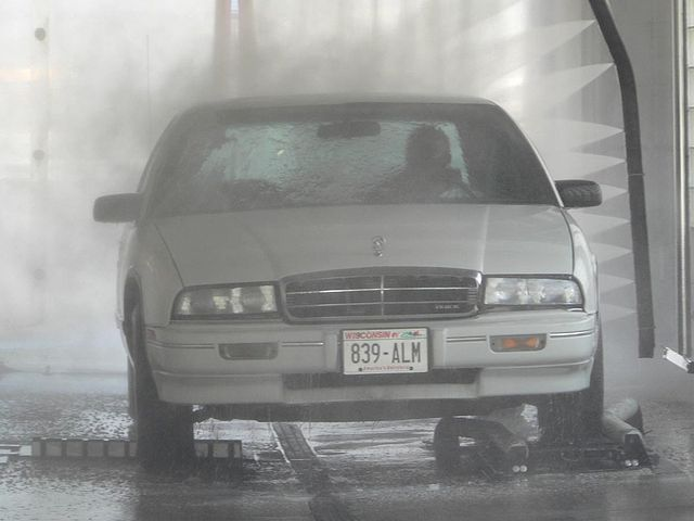 640px-Touchless_Car_Wash