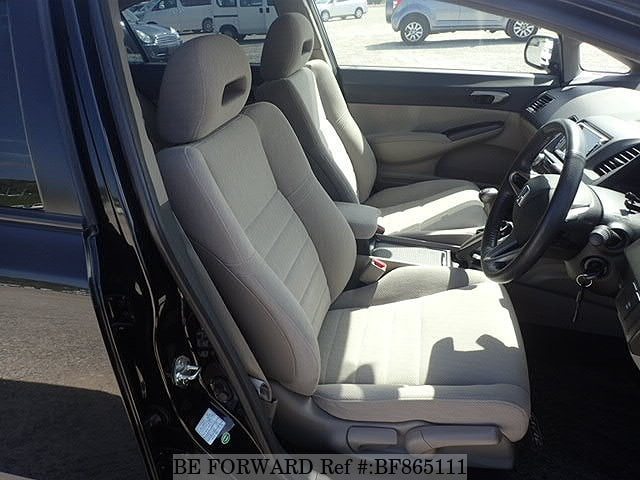 The interior of a used 2009 Honda Civic from online used car exporter BE FORWARD.