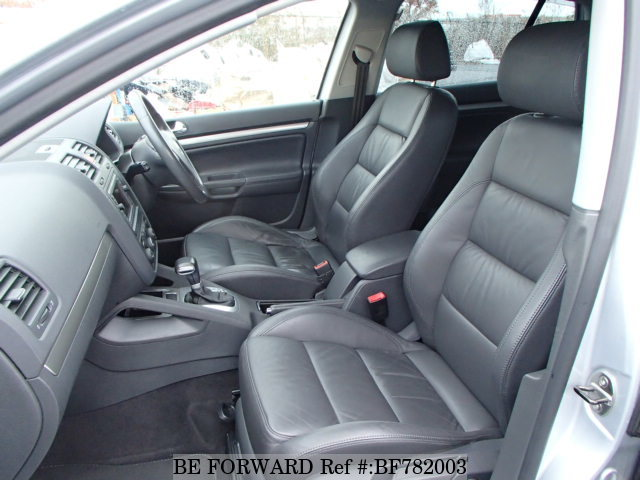 The interior of a used 2005 Volkswagen Golf from online used car exporter BE FORWARD.