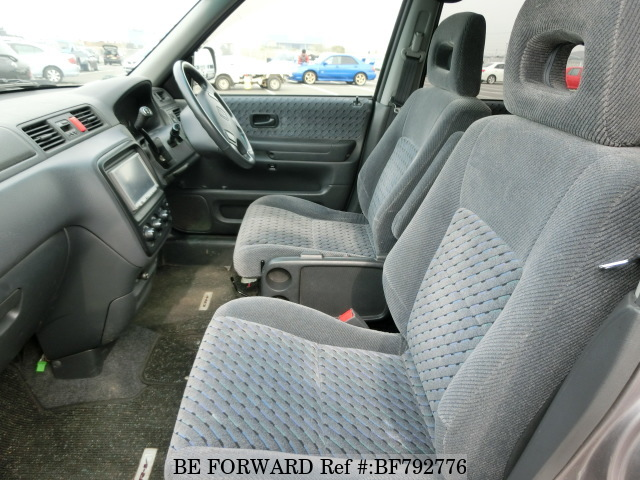 The interior of a used 2001 Honda CR-V from online used car exporter BE FORWARD.