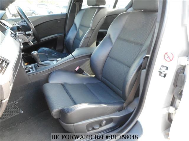The interior of a used 2005 BMW 3-Series from online used Japanese car exporter BE FORWARD.
