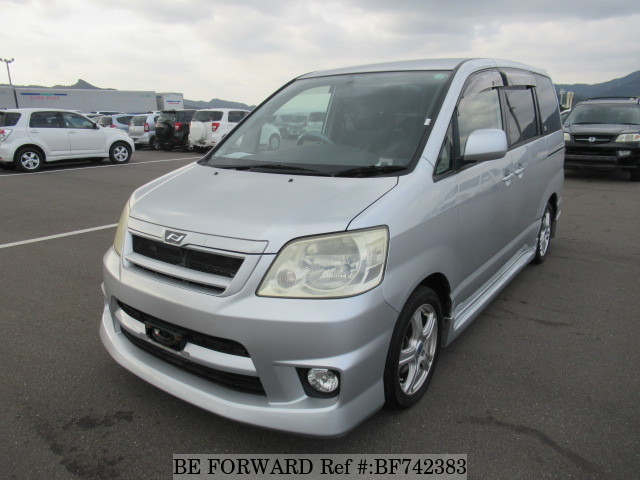The exterior of a used 2002 Toyota Noah from BE FORWARD.