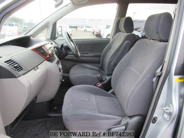 The interior of a used 2002 Toyota Noah from BE FORWARD.