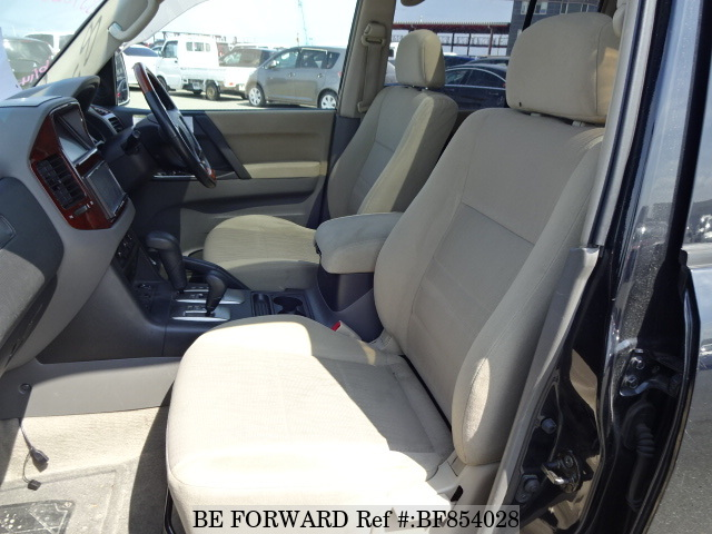 The interior of a used 2005 Mitsubishi Pajero from online used car exporter BE FORWARD.