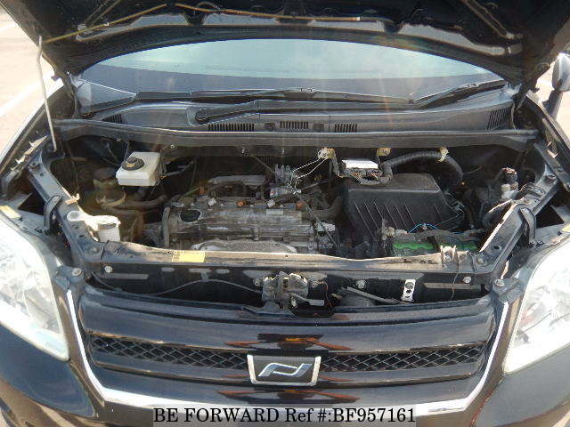 The engine of a used 2006 Toyota Noah from online used car exporter BE FORWARD.