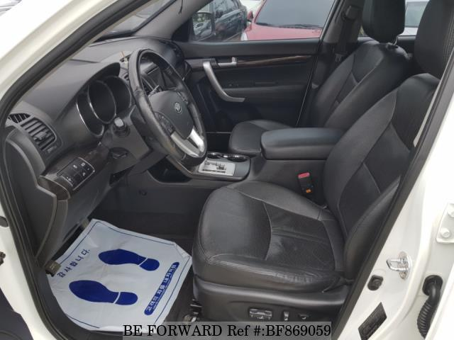 Interior of a used 2010 Kia Sorento from online used car exporter BE FORWARD.