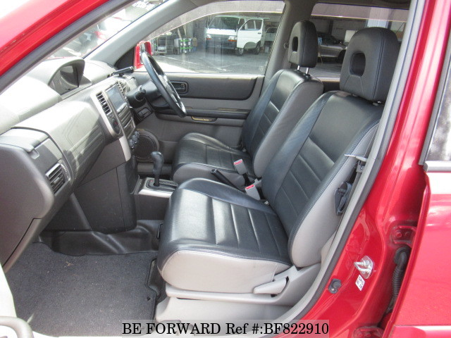 The interior of a used 2006 Nissan X-Trail from online used car exporter BE FORWARD.