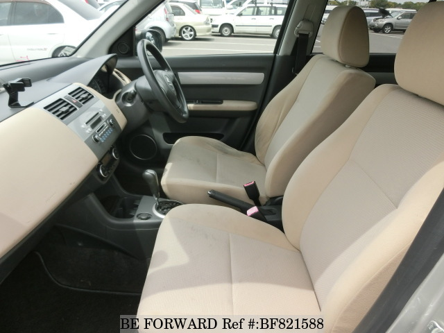 The interior of a used 2007 Suzuki Swift from online used car exporter BE FORWARD.
