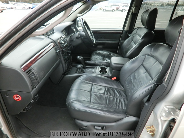 The interior of a used 2005 Jeep Grand Cherokee from online used car exporter BE FORWARD.