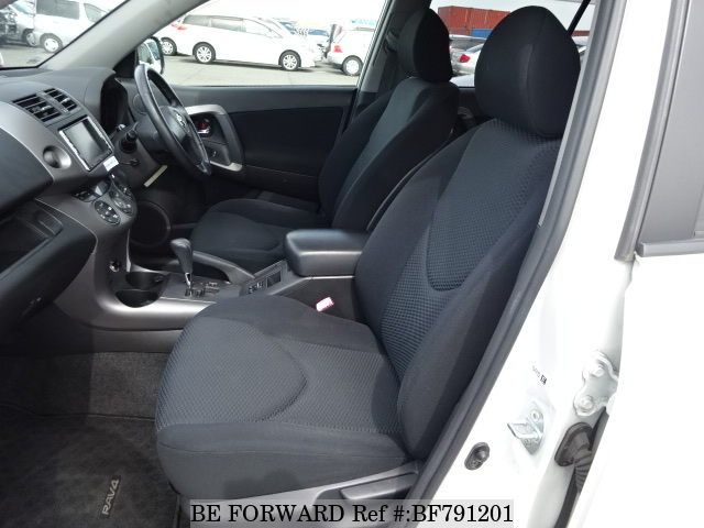 The interior of a used 2006 Toyota RAV4 from online used car exporter BE FORWARD.
