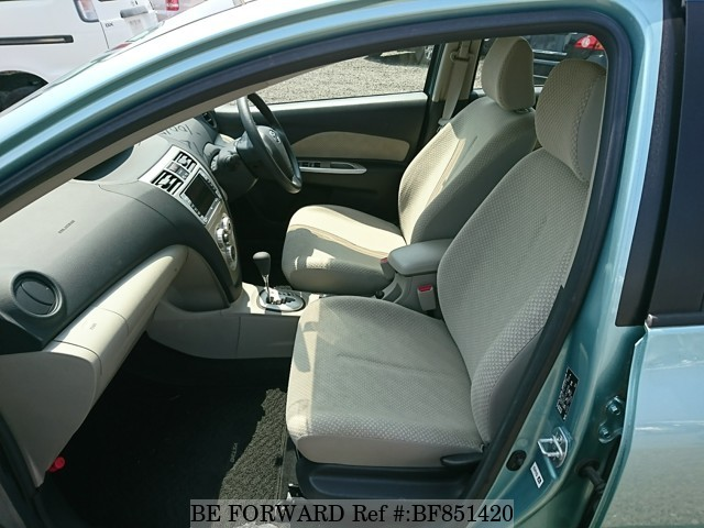 The interior of a used 2005 Toyota Belta from online used car exporter BE FORWARD.
