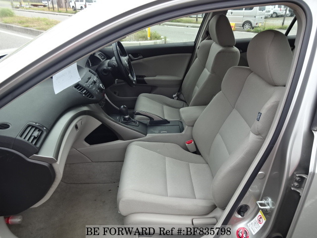 Interior of a used 2009 Honda Accord from online used car exporter BE FORWARD.