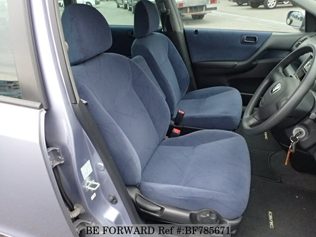The interior of a used 2001 Honda Civic from online used car exporter BE FORWARD.