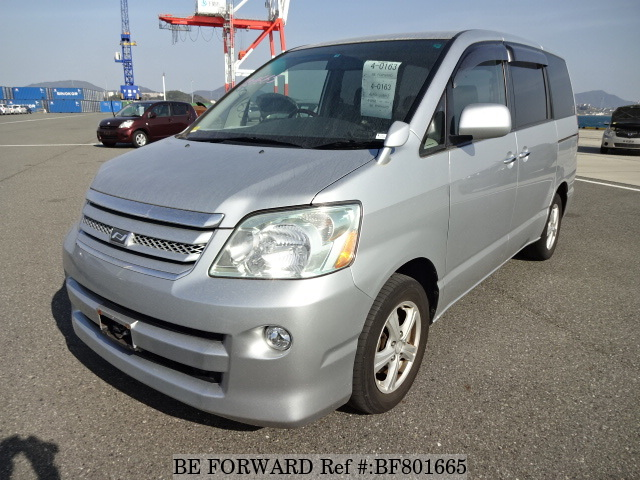A used 2007 Toyota Noah from online used car exporter BE FORWARD.