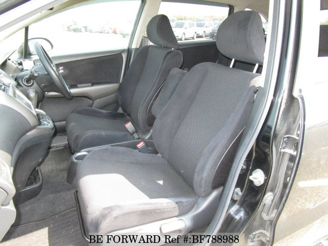 Interior of a used 2009 Honda Stream from online used car exporter BE FORWARD.