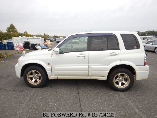 Side of a used 2004 Suzuki Escudo from used car dealer BE FORWARD.