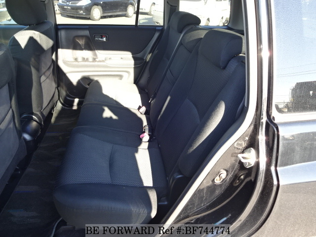 The interior of a used 2004 Toyota Kluger from used car dealer BE FORWARD.