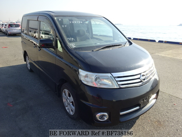 The front of a used 2006 Nissan Serena from used car dealer BE FORWARD.