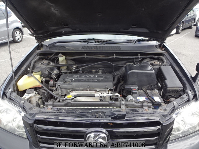 The engine of a used 2006 Toyota Kluger from used car dealer BE FORWARD.