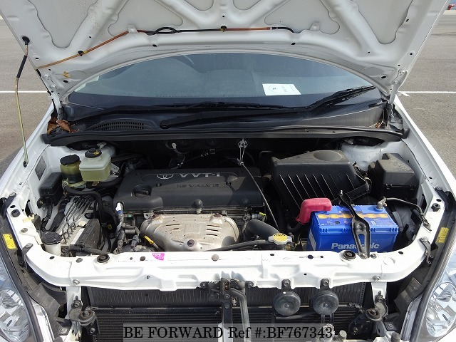 The engine of a used 2002 Toyota Ipsum from online car exporter BE FORWARD.