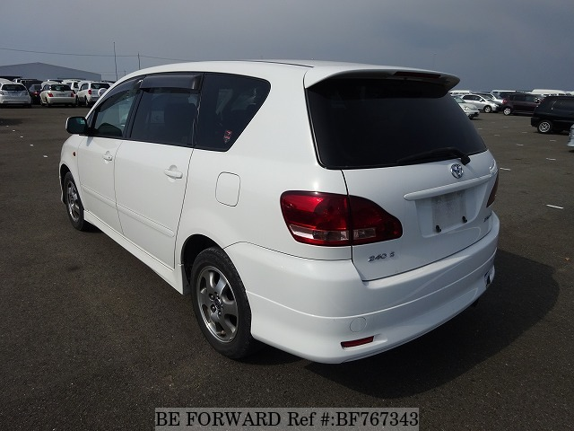 The rear of a used 2002 Toyota Ipsum from online used car exporter BE FORWARD.