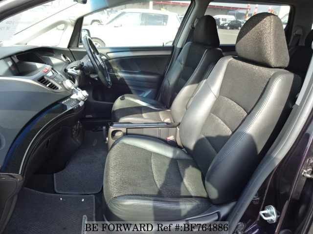 The interior of a used 2004 Honda Odyssey from BE FORWARD