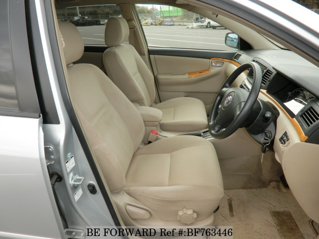 The interior of a used 2004 Toyota Corolla RunX from online used car exporter BE FORWARD.