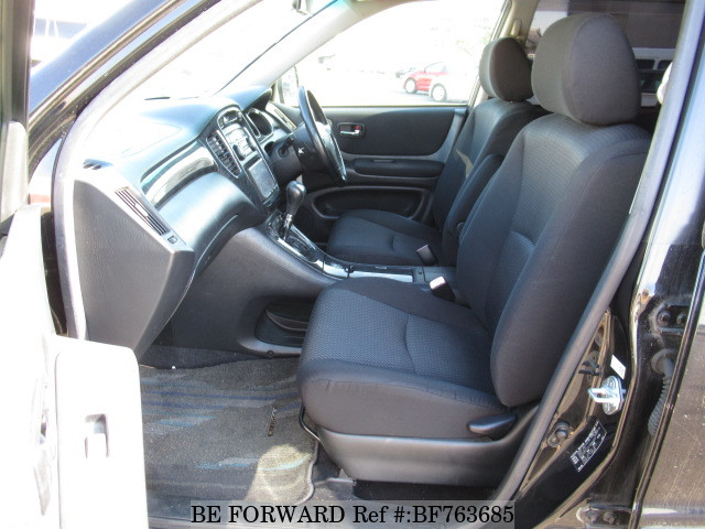 The interior of a used 2005 Toyota Kluger from used Japanese cars exporter BE FORWARD.