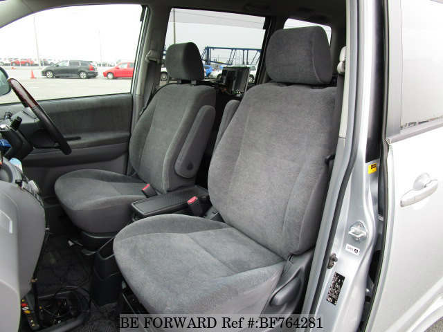 The interior of a used 2006 Toyota Noah.