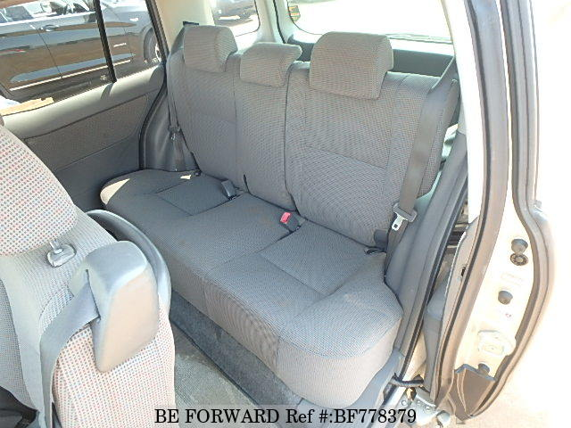 The interior of a used 2005 Toyota Raum from online used car exporter BE FORWARD.