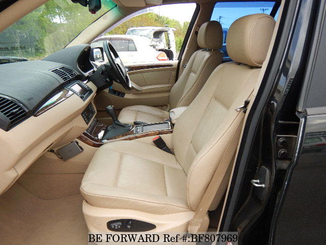 The front interior of a used 2002 BMW X5 from online Japanese used cars exporter BE FORWARD.