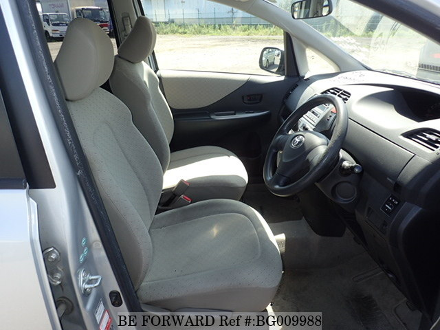 The interior of a used 2005 Toyota Ractis from online used car exporter BE FORWARD.