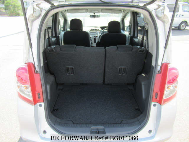 The boot of a used 2010 Toyota Ractis from online used car exporter BE FORWARD.