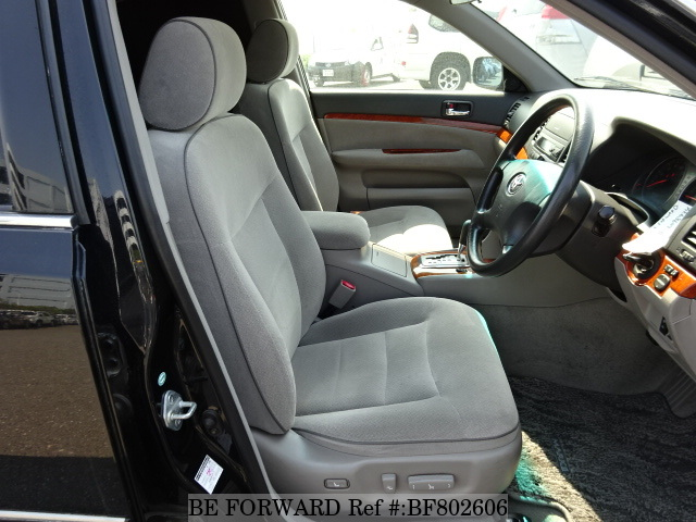 The interior of a used 2004 Toyota Mark II from online used car exporter BE FORWARD.
