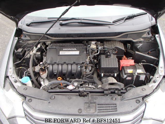 The engine of a used 2010 Honda Insight from online used Japanese cars exporter BE FORWARD.
