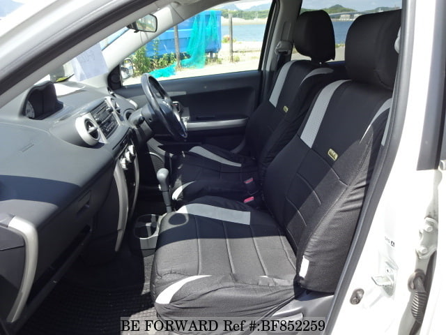 The interior of a used 2003 Toyota ist from online used car exporter BE FORWARD.