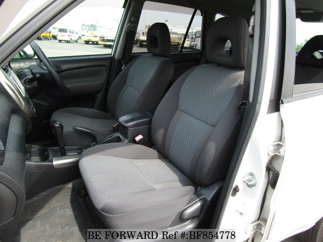 The interior of a used 2005 Toyota RAV4 from online used car exporter BE FORWARD.