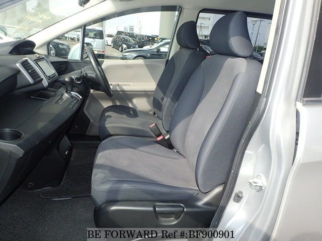 The front interior of a used 2008 Honda Freed from online used car exporter BE FORWARD.