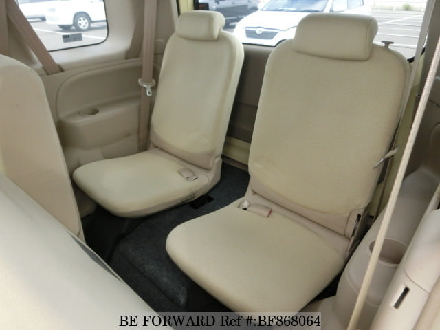 The back interior of a used 2005 Toyota Sienta from online used car exporter BE FORWARD.