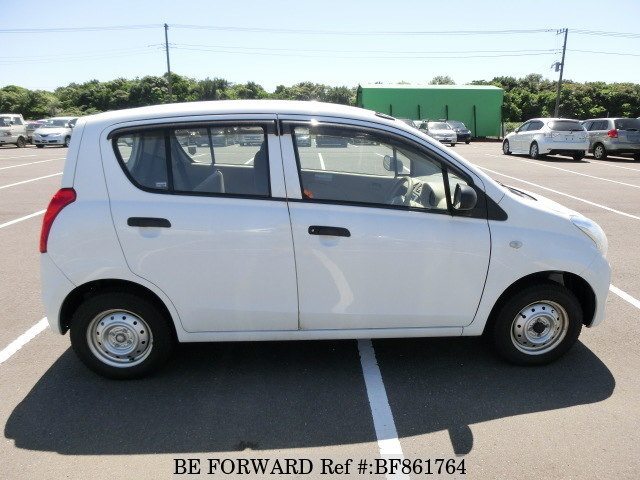 The side of a used 2013 Suzuki Alto from online used car exporter BE FORWARD.