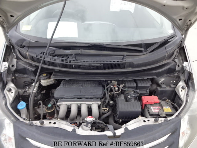 The engine of a used 2011 Honda Freed from online used car exporter BE FORWARD.