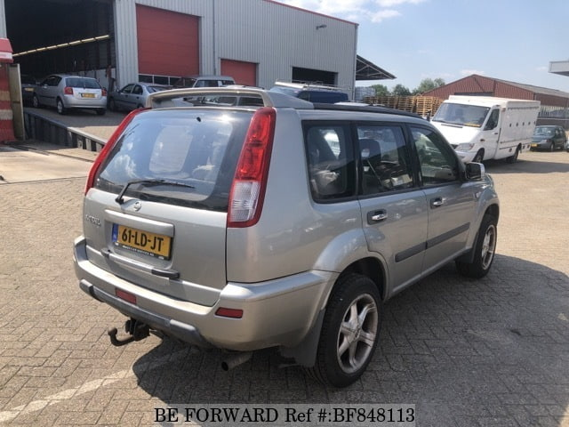 The rear of a used 2002 Nissan X-Trail from online used car expoter BE FORWARD.
